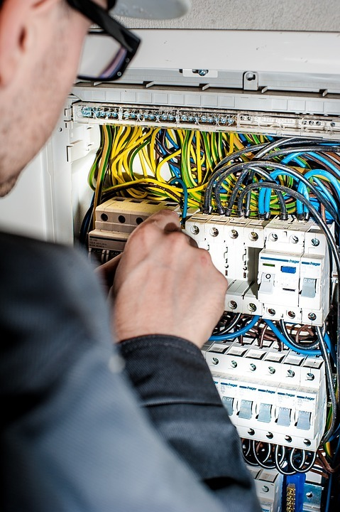 Tips To Consider While Choosing The Best Electrician You Can Trust